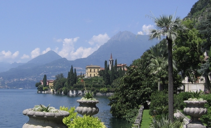 """""""A few years ago my family was lucky enough to visit the beautiful gardens of Villa Monastero Varenna on Lake Como. You can experience the scent of the gardens with a spritz of Un Jardin en Méditerranée. Well, for 10-15 minutes & then the fragrance fade."""""""