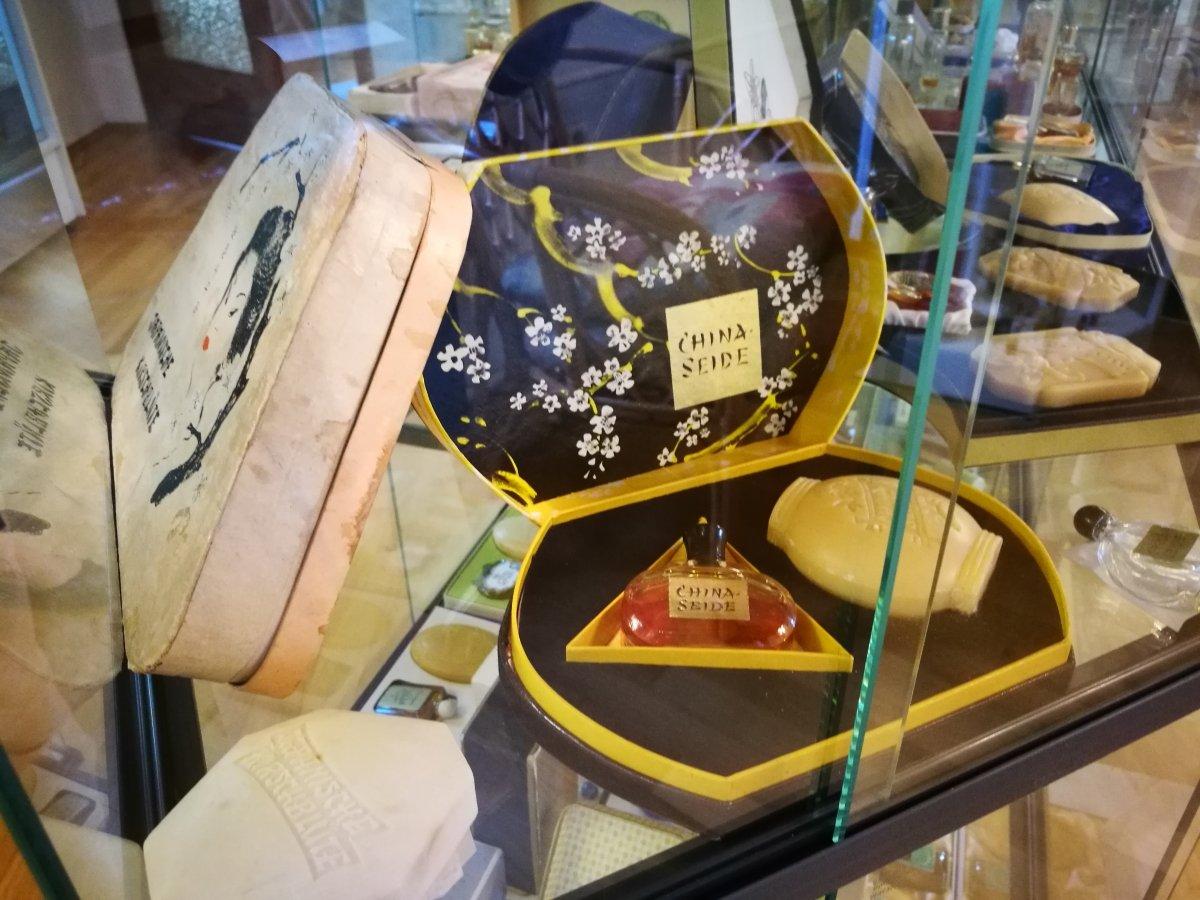 China-Parfüm mit Seife in der Form eines Lampions