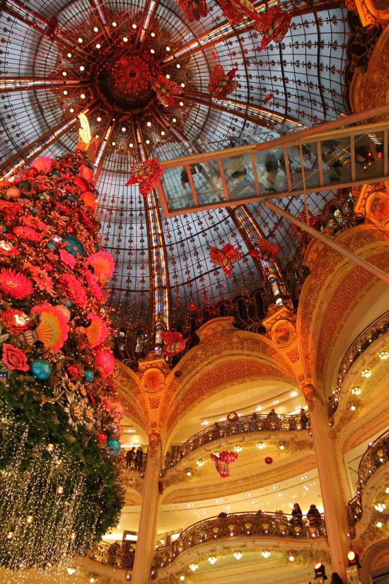 Weihnachtseindrücke von der Galerie Lafayette in Paris