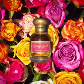 Rosa Alba by Annette Neuffer