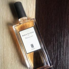Datura noir (Eau de Parfum) by Serge Lutens