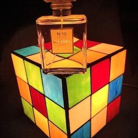 N°19 (Parfum) by Chanel