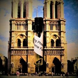 Notre Dame Fumee von The Rising Phoenix Perfumery