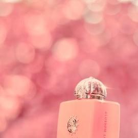 Blossom Love für Alle! In der Bonner Altstadt ist die Kirschblüte in vollem Gange... Was man hier nicht so gut sieht: Amouage hat wirklich exakt den Kirschblütenton getroffen.  ❤ DANKE für Euer tolles Feedback!!