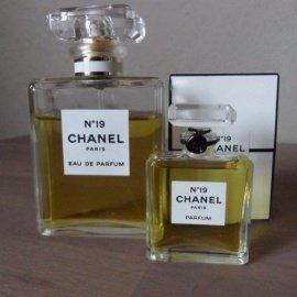 N°19 (Parfum) von Chanel