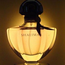 meine nachtischlampe bringt einige flakons schön zum leuchten:-)