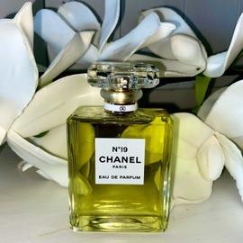 N°19 (Eau de Parfum) by Chanel